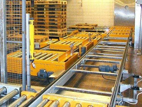 MHmodules-PA1500-Lifting-And-Lowering-Roller-Conveyor-With-Chain-Conveyor