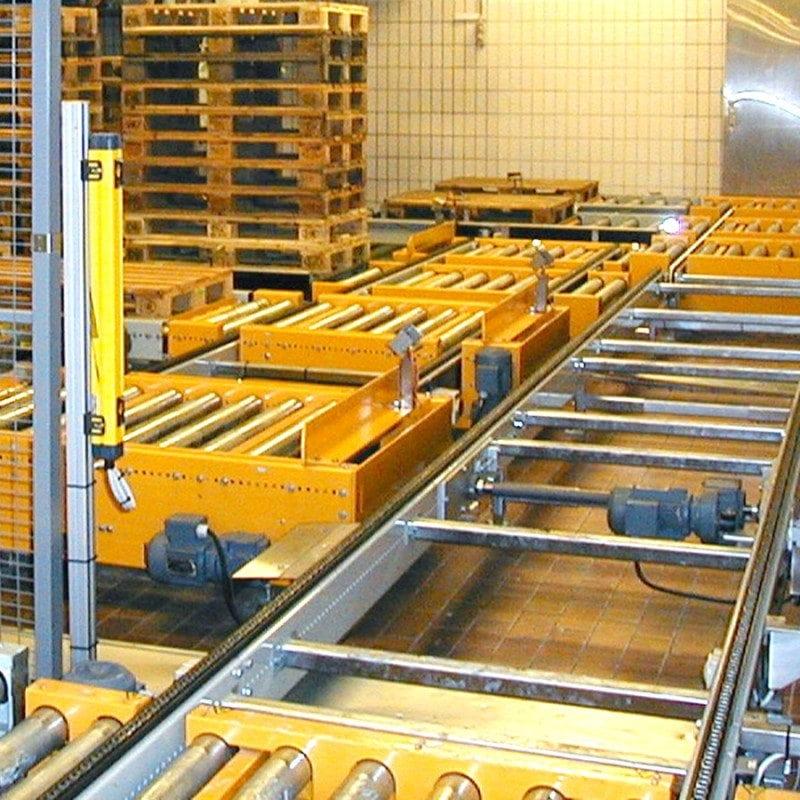 MH Modules PA1500 Höj och sänkbar rullbana med urtag i båda sidor för genomgående kedjetransportör